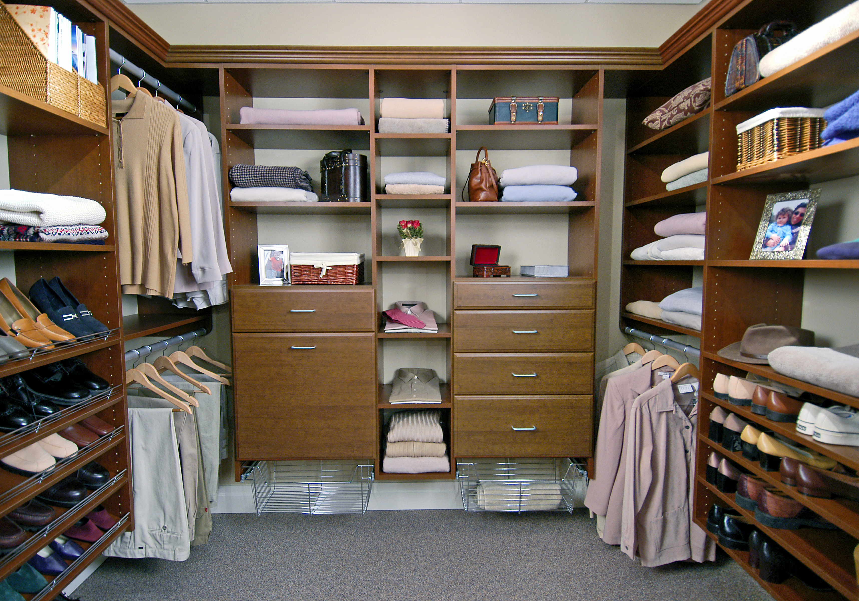 Custom closets for Organized walk in closet